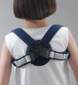 tutore per bambino nella frattura della clavicola
