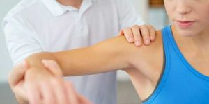 fisioterapia in caso di rottura di un tendine della spalla