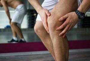 come curare la distorsione del ginocchio