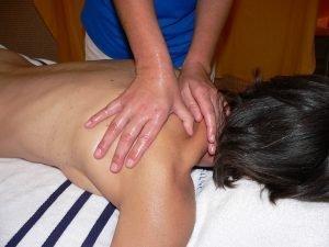 massaggio cervicale decontratturante