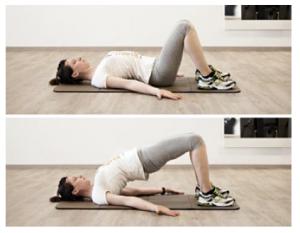 esercizio di sollevamento del bacino per il pavimento pelvico